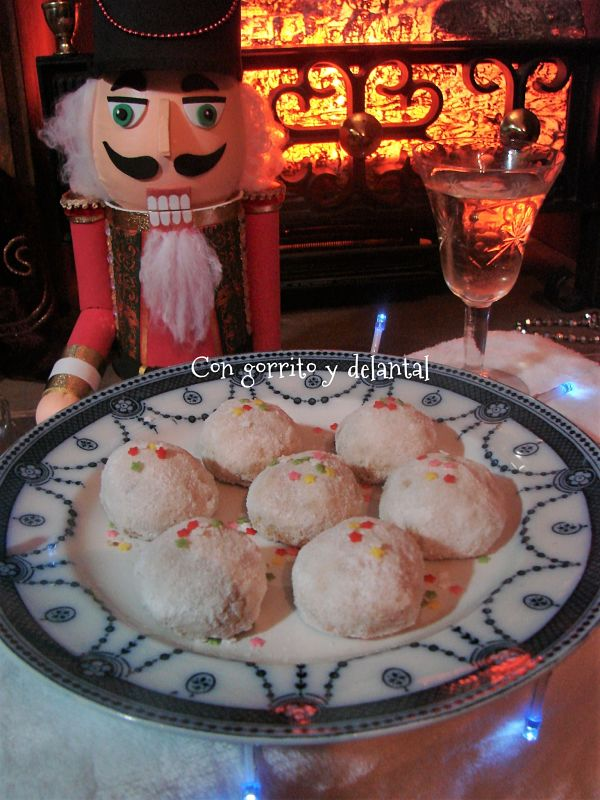 cascanueces-y-sus-galletas-con-gorrito-y-delantal