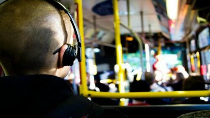 Es ley la prohibición de escuchar música sin auriculares en subtes y colectivos porteños