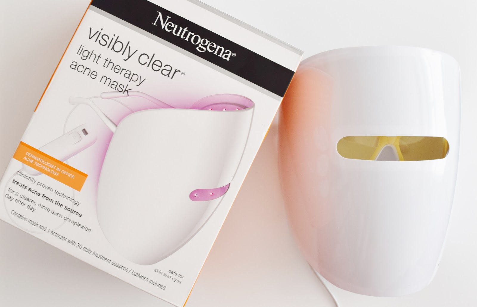 Face Mask Friday Neutrogena Visibly Clear Light Therapy Acne Mask