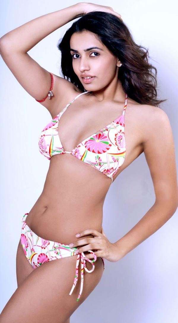 Endless Wallpaper Indian Punjabi Bikini Actress-1379