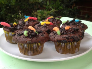 http://moderndaymoms.com/dirt-and-worm-chocolate-cupcakes/