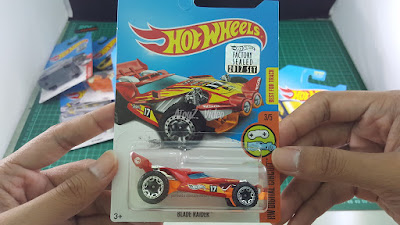 Hot Wheels Treasure Hunt Blade Raider