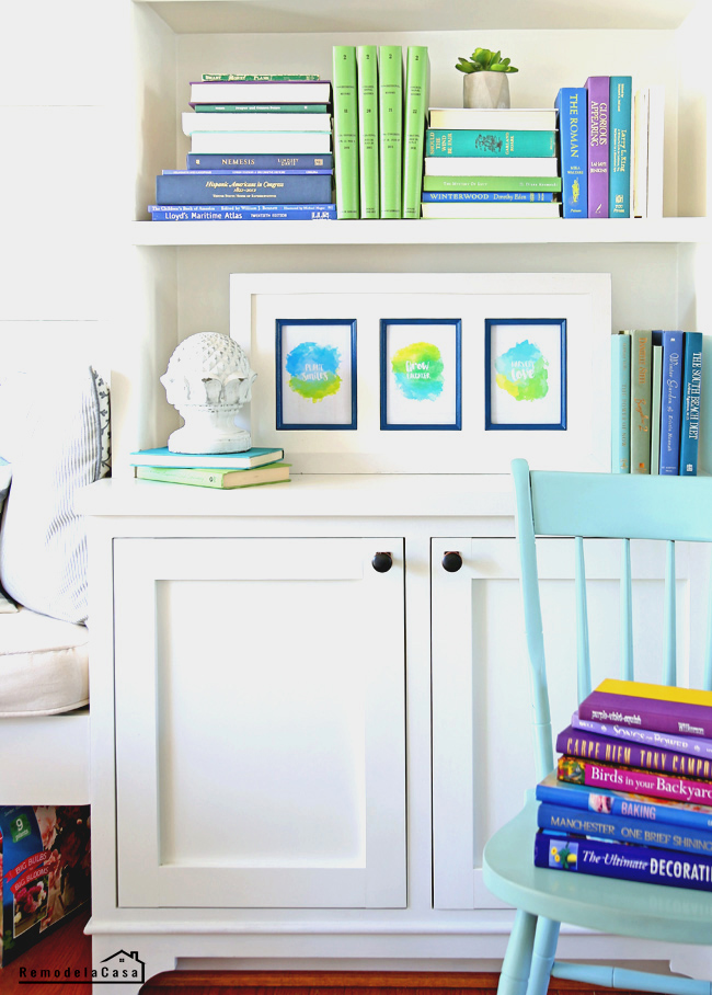 Free printables on bookcase