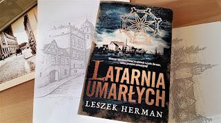 """Jak przygoda to tylko...w Darłowie, czyli recenzja powieści Leszka Hermana """"Latarnia umarłych""""."""