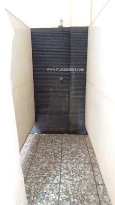 mandi shower bersih kamar bilas kolam renang wisma makara ui universitas indonesia depok mom lifestyle blogger