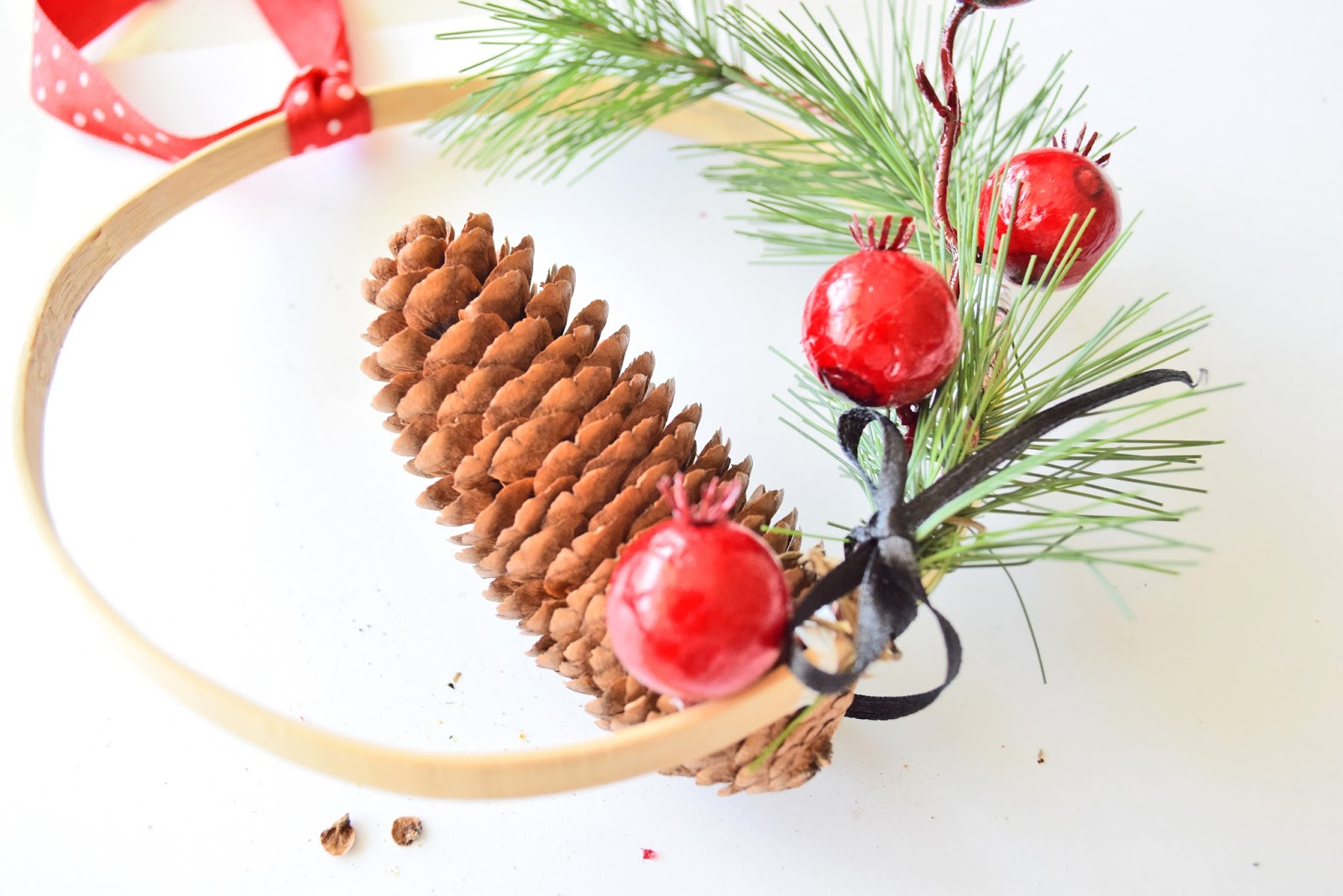 DIY Christmas Minimalist Wreath!