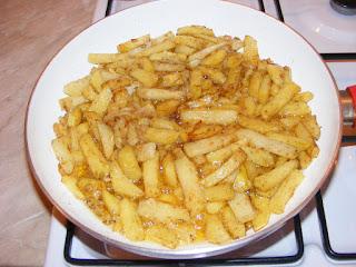 Cartofi prajiti cu ceapa la tigaie retete culinare,