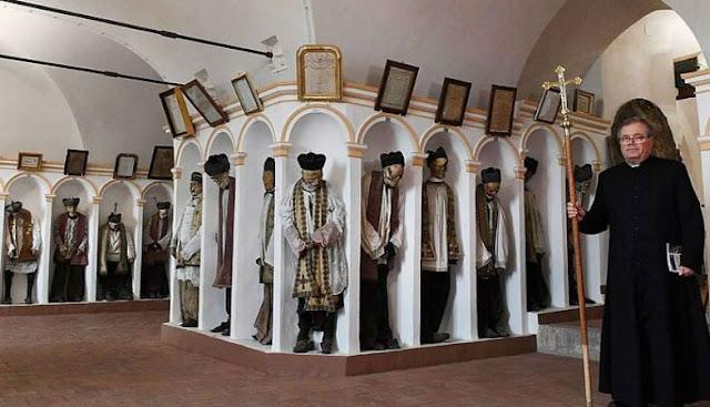 इटली के म्यूजियम में लगी 8 हजार लाशों की प्रदर्शनी