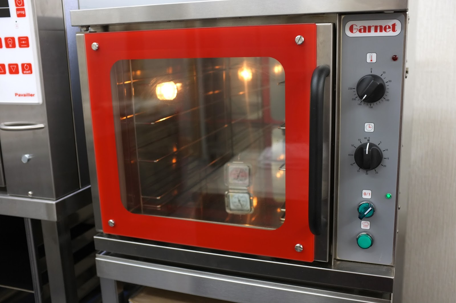 Test Baking Professional Garnet Oven