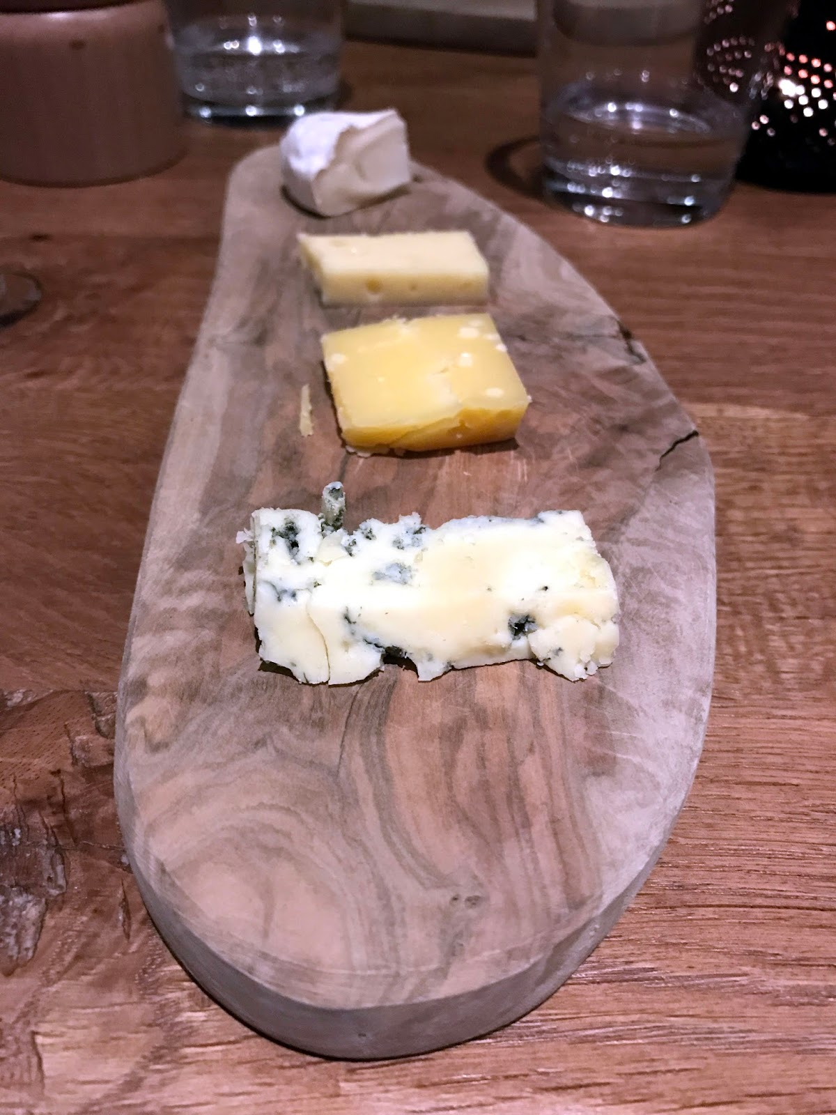 Stitch & Bear - Lt Cornelis - Dutch cheese platter