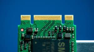 بالفيديو - كيف يصنع القرص الصلب SSD