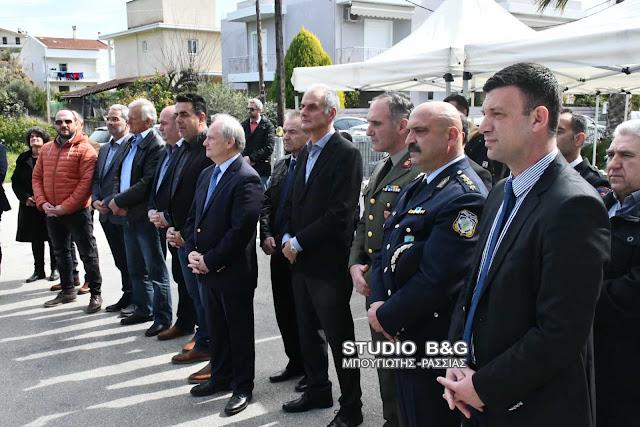Κατάθεση στεφάνων στο μνημείο πεσόντων κατά την εκτέλεση καθήκοντος Αστυνομικών στο Ναύπλιο
