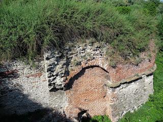 Дубно. Замок. Крепостные рвы и фортификационное сооружение