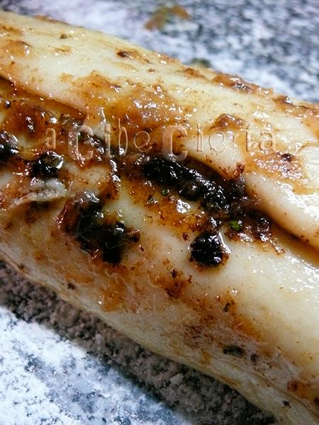 Pan de ajo negro (pull-apart)