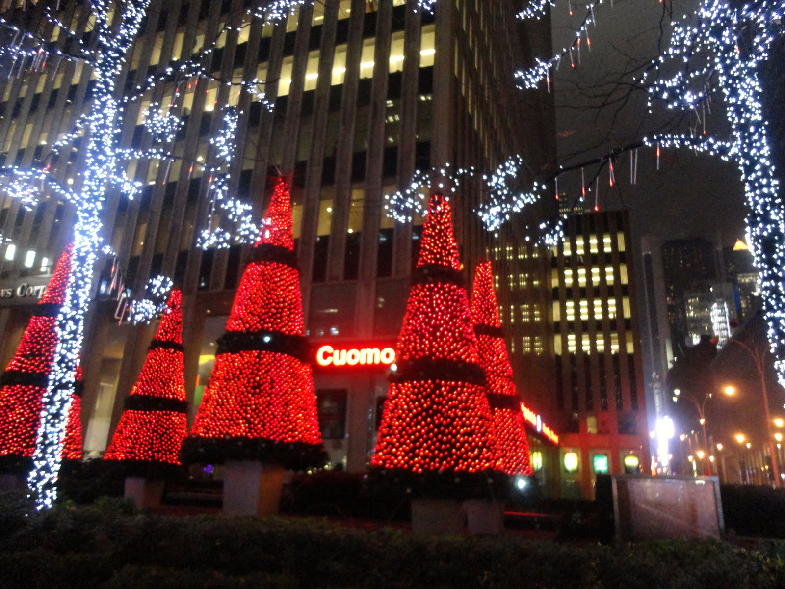 Pink In The City: 7th Day of New York Christmas - 6th Avenue