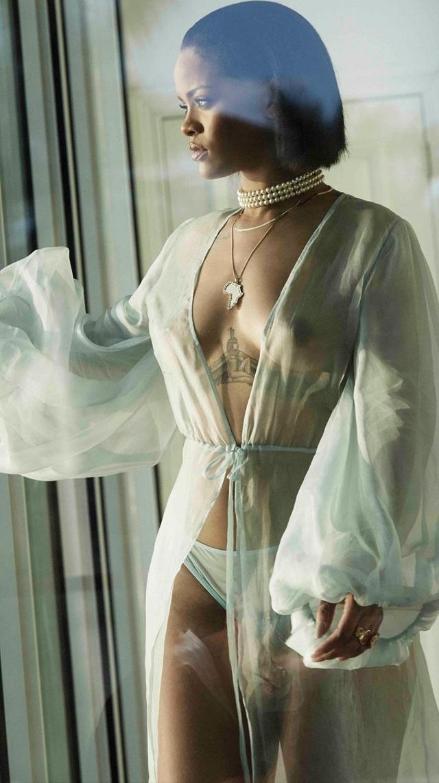 Rihanna en topless
