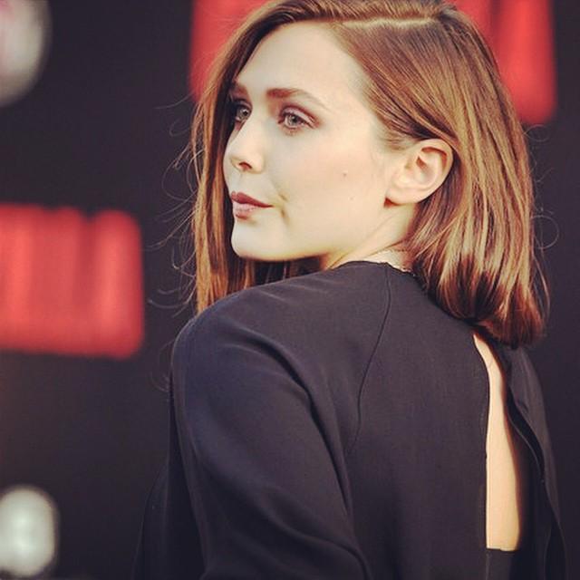 Elizabeth Olsen Looks Hot in Black Outfit