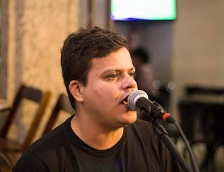 Docas Cantareira recebe o cantor e compositor Pedro Ivo