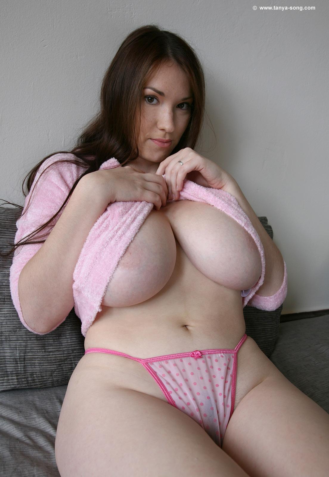 Horny milf tonya sinn wears stockings while she masturbates 8