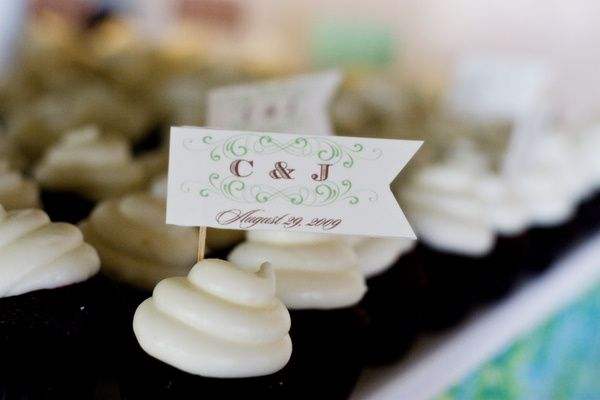 cupcake flags | vintage california chic wedding of Oh Lovely Day | Photo by Jennifer Roper