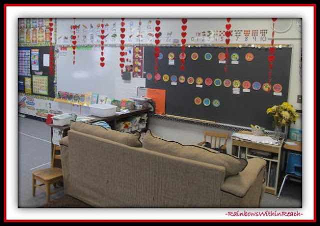 Kindergarten Classroom Organization of Centers (Classroom Decor RoundUP at RainbowsWithinReach)