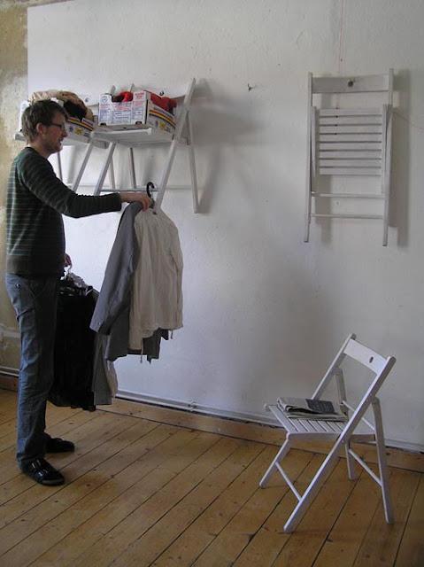 Cara Unik Menggantung Baju, Simpel Dan Praktis