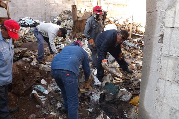 Resultado de imagen para Retiran 16 toneladas de basura de vivienda abandonada