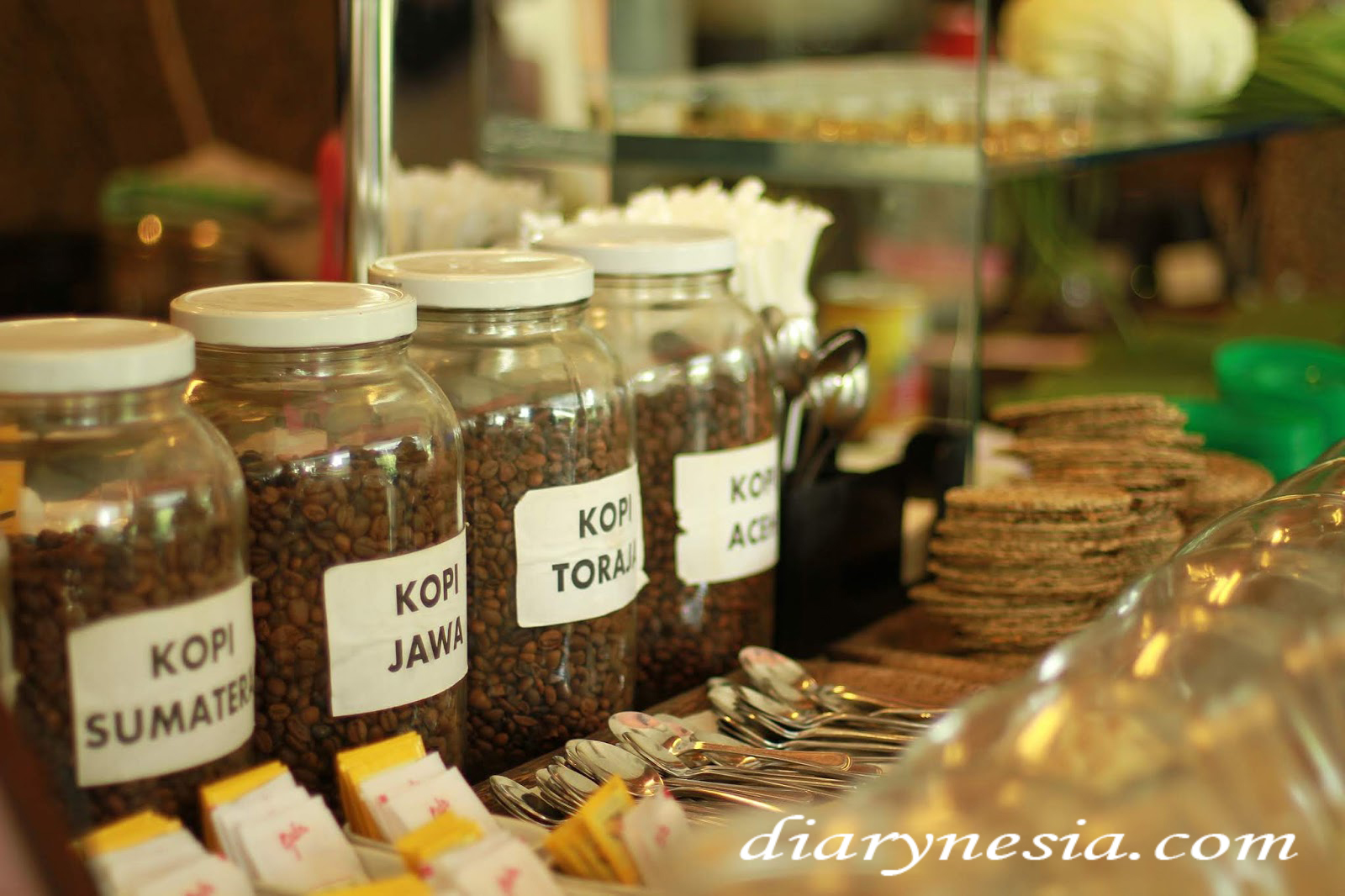 Enjoy Indonesia Coffe Shops, popular coffee beans from indonesia, indonesian cuisine, diarynesia