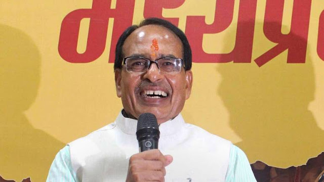 The decks are clear for Congress to form the next government in Madhya Pradesh after three-time chief minister Shivraj Singh Chouhhan Wednesday tendered his resignation to Governor Anandiben Patel.