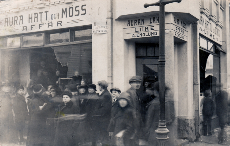 Kulta-aikana hattukauppoja oli kymmeniä, nyt vain muutama – Hallituskadun liikkeen ohjakset siirtyivät Maija Pajulta Anita Valolle