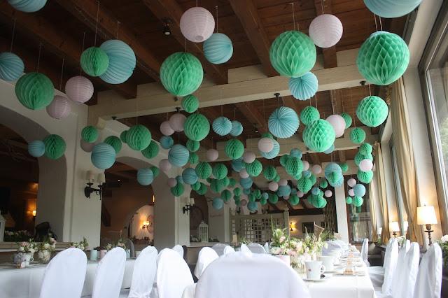 Lampions und Wabenbälle, Hochzeitsmotto aus M wird M, Pastell und Vintage im Riessersee Hotel Garmisch-Partenkirchen, Bayern
