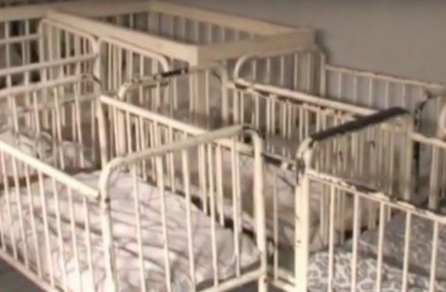 Ρώτησε γιατί κανένα από τα 100 μωρά στο ορφανοτροφείο δεν κλαίει. Η απάντηση θα τη στοιχειώνει για πάντα