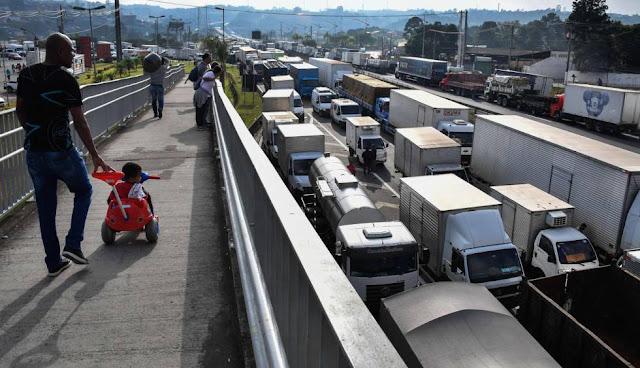 Transportadoras terão que pagar R$ 141 milhões em multas devido à paralisação (Imagem: Reprodução/El País Brasil)