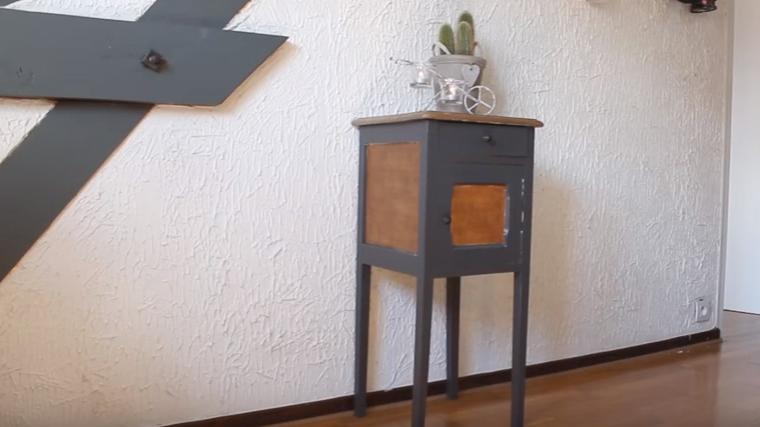 Diy Déco : Repeindre Une Table De Chevet - Les Pinceaux Mélangés