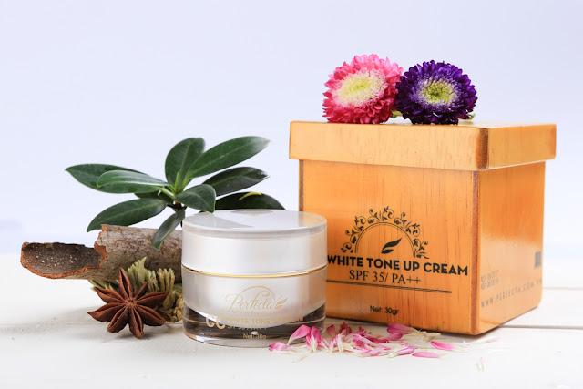 CC White Tone Up Cream giúp tạo lớp trang điểm nhẹ nhàng, trắng da và chống nắng hiệu quả