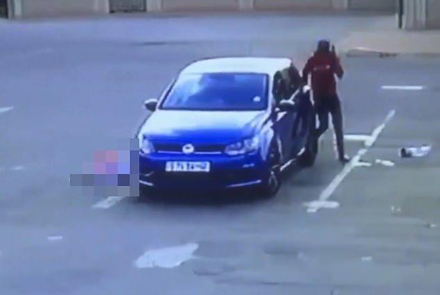 Βίντεο: Δολοφονία εν ψυχρώ με 5 σφαίρες για να του πάρουν το αυτοκίνητο - Περίμενε την σύζυγό του από το σουπερμάρκετ