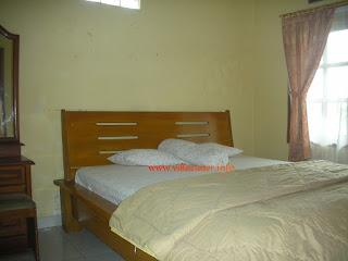 ruang tidur villa ciater