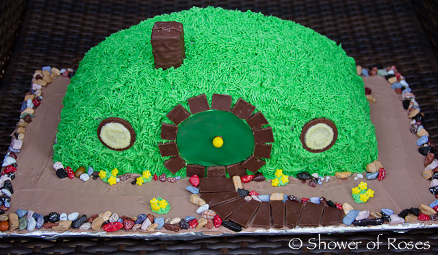 Shower Of Roses Bilbo S Hobbit Hole A Hobbit Themed Birthday Cake
