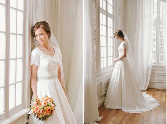 abito da sposa con maniche corte
