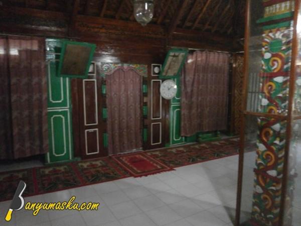 https://i2.wp.com/4.bp.blogspot.com/-cK8nzvT6qow/WZwqg4cuwHI/AAAAAAAAGWs/fbwKQy8nQIc303HXUlHqlr_lAGmljfPIQCLcBGAs/s640/interior-masjid-saka-tunggal.JPG?w=640&ssl=1