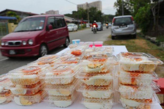 Gerai Diserbu Gara-Gara Makanan RM1