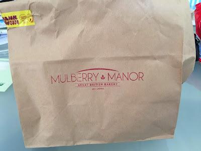 三軒茶屋のマルベリーマナー(Mulberry Manor)のテイクアウト用の紙袋