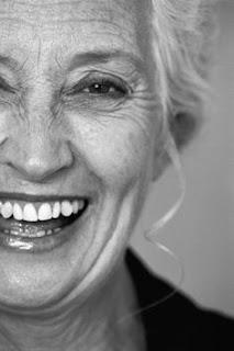mulher com sorriso