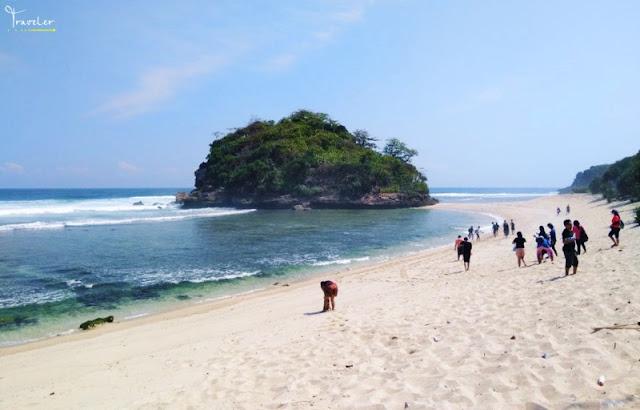 Pantai pulodoro Malang