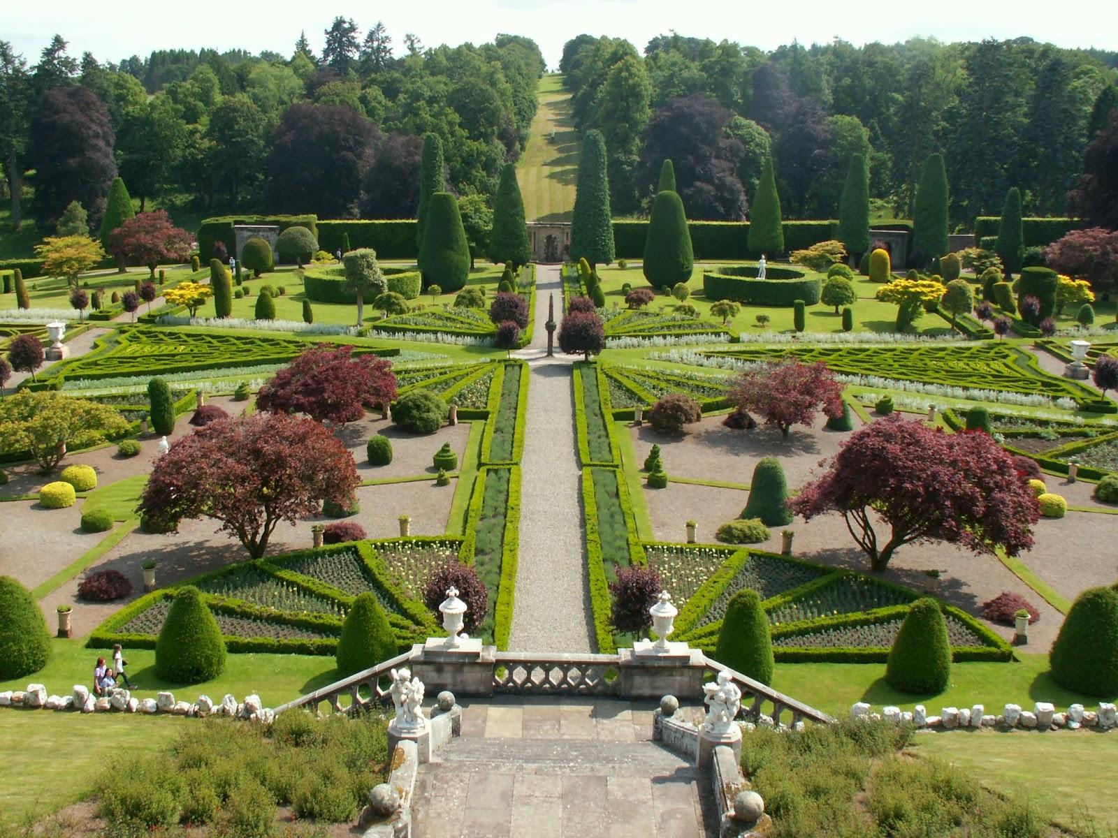 CUBO ET EXCUBO Drummond Castle Gardens