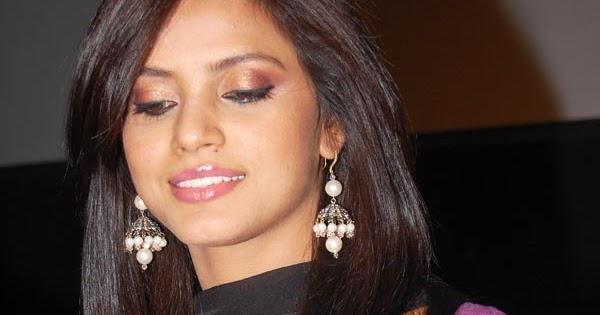 Unseen Tamil Actress Images Pics Hot: Neetu Chandra Huge