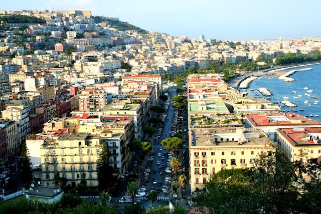 Napoli Mergellina, alberi, strade, macchine, traffico, palazzi, città, strade, panorama