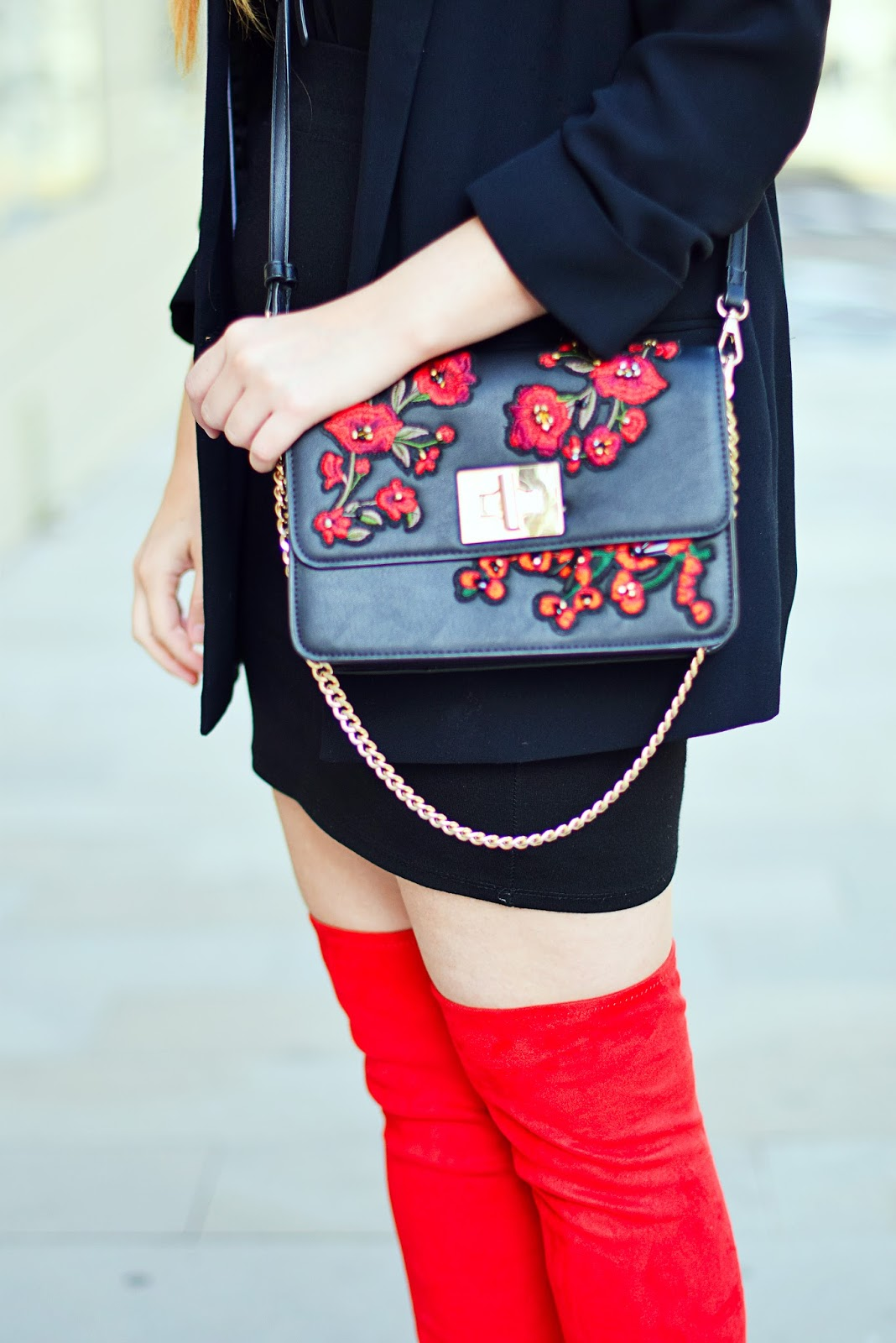 red flowers, over the knee boots, red boots, black look, nery hdez