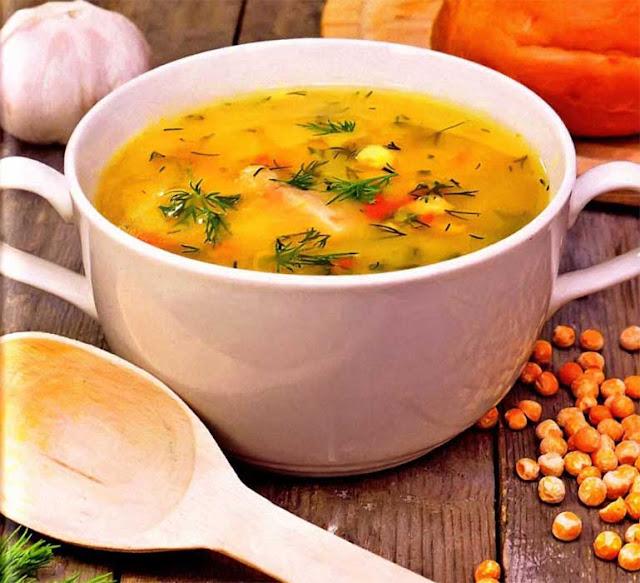 Куриная спинка ( копченая) - 2 штуки; Горох сухой - 1 стакан; Картофель - 3-4 штуки; Луковица - 1-2 штуки4 Морковь - 1 штука; Соль - по вкусу; Перец черный молотый - по вкусу; Масло растительное - по вкусу; Зелень - по вкусу.