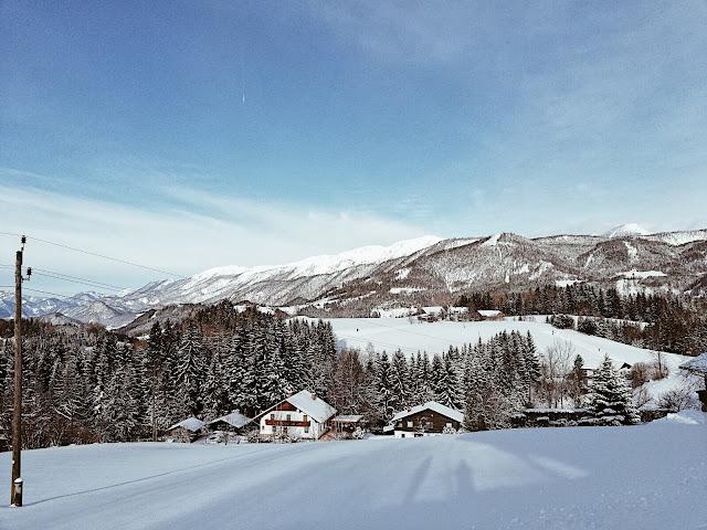 Ihr mögt Schifahren und Snowboarden nicht möchtet aber dennoch den Winter genießen? Wie wärs mit einem Rodelausflug? In Windischgarsten beim Berggasthof Zottensberg könnt ihr dieses Erlebnis wahrnehmen. Um kleines Geld gibt es Rodeln / Schlitten zum ausleihen und schon kann es für Groß und Klein losgehen. Ein tolles Wintererlebnis!